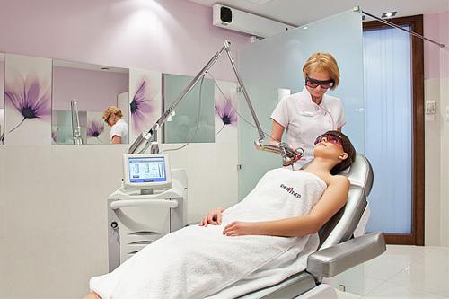 Лазерное лечение прыщей: процесс и преимущества процедуры