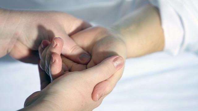 Немеют руки по ночам причины, способы лечения, профилактика