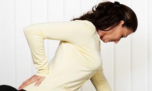Болит поясница, причины у женщин