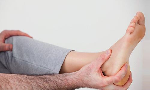 Почему болят пятки: причины и лечение