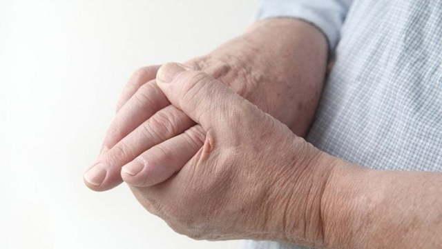 Ревматоидный артрит пальцев рук, первые симптомы