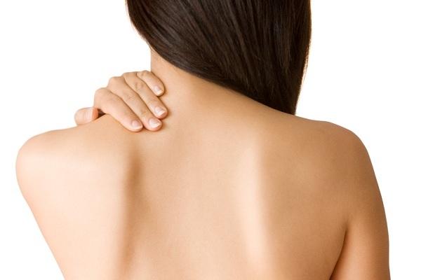 Прыщи на спине: причины и лечение
