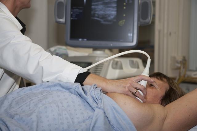 УЗИ молочных желез: что оно показывает и когда лучше делать