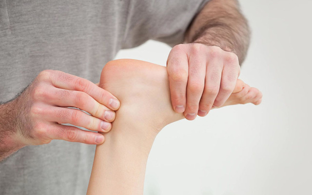Что делать при растяжении связок стопы и его лечение
