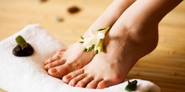 Почему отекают ноги в щиколотках у женщин