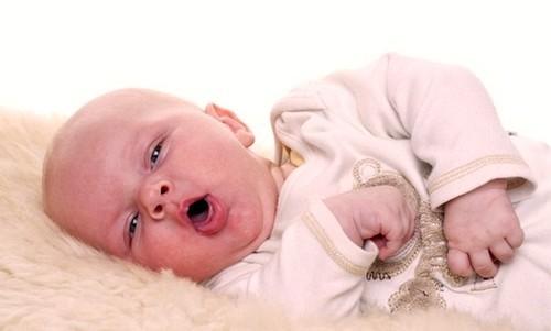 Как помочь ребенку справиться с зудом во время прорезания зубов