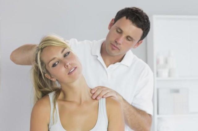 Грыжа шейного отдела позвоночника: симптомы, лечение, гимнастика