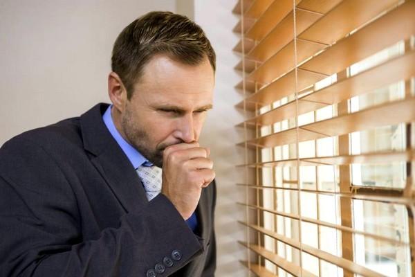 Из-за чего возникает кашель во время еды, и как от него избавиться