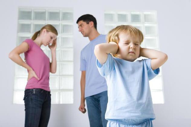 Что делать если у ребёнка болит живот