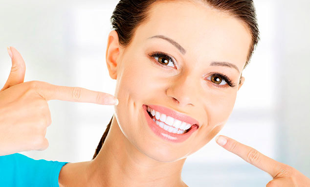 Как отбелить зубы в домашних условиях