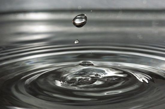 Как работает заговор на воду от прыщей