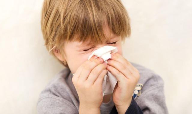 Что делать при сильном кашле у ребенка, причины возникновения и лечение