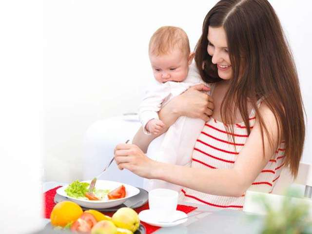 Что можно кушать кормящей маме в первый месяц после родов